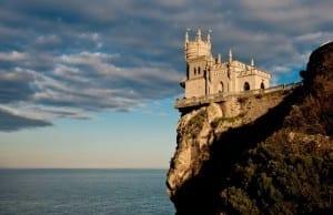 """【絶景タチヨミ】""""ツバメの巣""""と呼ばれる崖に突き出した城:Castle Swallows Nest"""
