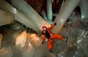 【絶景タチヨミ】メキシコで見つかった巨大すぎるクリスタルの洞窟「Naica Mine」