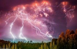 【絶景タチヨミ】火山雷;世界の終わりかのように恐ろしくも美しい雷の景観9選