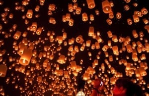『ラプンツェル』の名クライマックスを肌で感じる!タイのイーペン祭り