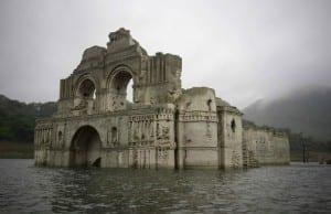 """【驚愕の""""絶景""""?】メキシコの貯水湖から「400年前の神秘の教会」が出現!?"""