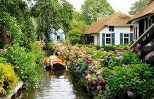 ヒートホールン〜車でなく船が交通手段に!?川に囲まれた可愛すぎるオランダの村