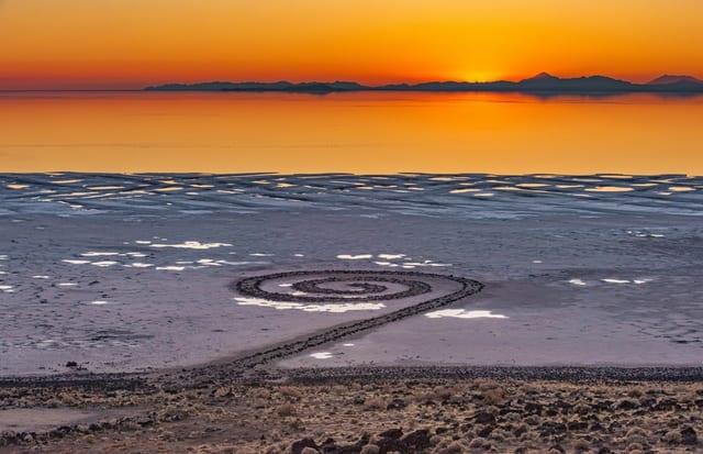 湖に突如出現?儚き「スパイラル・ジェティ/Spiral Jetty」の真相(アメリカ, ユタ州)