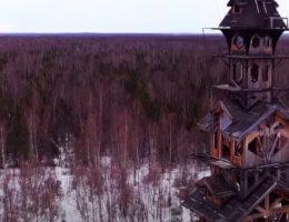 ティム・バートン映画が現実に?「ドクター・スースの家(グース・クリーク・タワー)」
