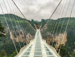 色んな意味での怖さがある…中国のガラスの橋「大峡谷玻璃大橋」