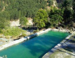 山奥の廃墟に名湯が?…謎だらけの絶景マロボ温泉(東ティモール, マロボ村)