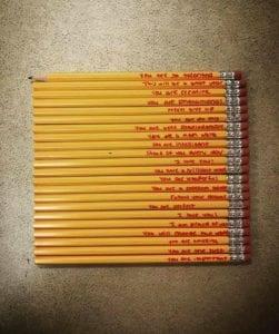 【60万いいね】アメリカ人教師の投稿に全世界が涙「ある生徒の鉛筆に赤色で文字が書かれていて…」